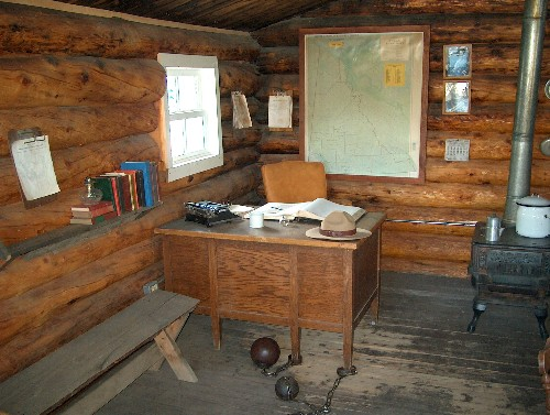 Yukon Mountie Cabin2